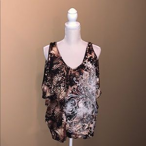 NWOT - BUCKLE (Daytrip brand) cut out arm blouse